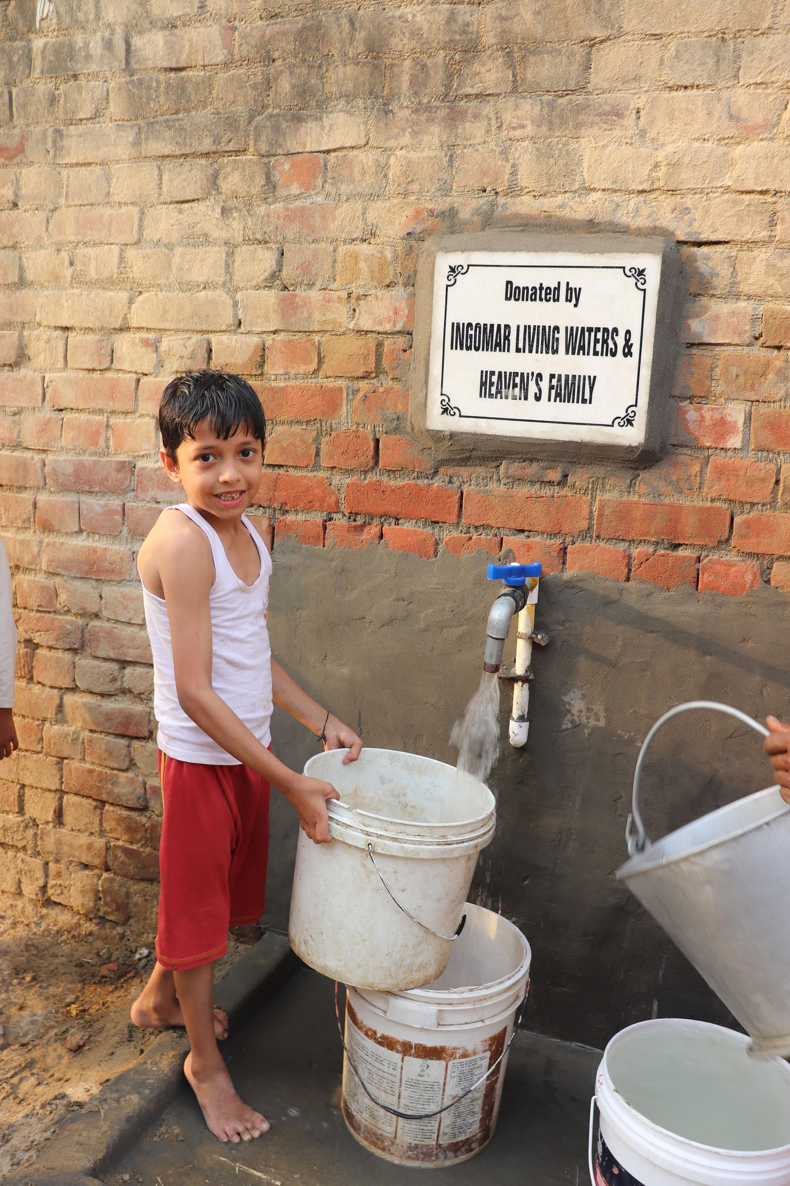 Image 4 Boy collecting water (Ishmaeil)
